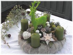 Adventskranz , Filz - Kranz grün mit Hirsch von Tinas-art-of-deco auf DaWanda.com