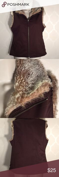 🆕GAP BROWN REVERSIBLE VEST GAP Vest ➖ Brown with Faux Fur ➖ REVERSIBLE! ➖ Zipper Front ➖ Front Pockets on Brown Side ➖ NWOT .. Never Worn GAP Jackets & Coats Vests