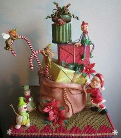 {One of the most incredible Christmas cakes I have ever seen! I love all the details. This cake is by silvia61}