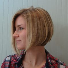 We love hair makeovers at New Leaf. That's why January is a great time to bring you the latest installment of New You at New Leaf. Bobbed Hairstyles With Fringe, Graduated Bob Hairstyles, Bob Hairstyles For Fine Hair, Medium Bob Hairstyles, Long Bob Haircuts, Medium Textured Hair, Medium Hair Styles, Short Hair Styles, I Heart Hair