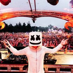Marshmello - Live @ Tomorrowland 2016 (Free Download)  #EDM #Music #FreedomOfArt  Join us and SUBMIT your Music  https://playthemove.com/SignUp