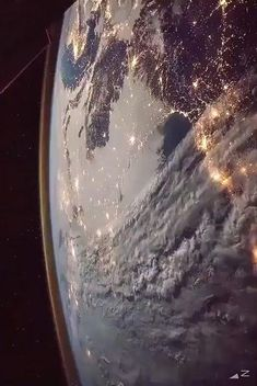 Thanks to these epic views of our planet from the International Space Station in the thermosphere, now you can get glimpse of the perspective. #space #earth #nasa Nasa Planets, Space Planets, Space And Astronomy, Hubble Galaxies, Wallpaper Earth, Planets Wallpaper, Wallpaper Space, Arte Do Sistema Solar, Planet Earth From Space