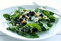 Power Up Salad with Baby Kale, Quinoa, Blueberries and Walnuts – quinoa could be soaked then sproated for a raw version… Source by awa. Raw Food Recipes, New Recipes, Salad Recipes, Vegetarian Recipes, Healthy Recipes, Delicious Recipes, Clean Eating Salate, Healthy Salads, Healthy Eating