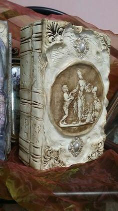 Наталья Каримова-Киселева Decoupage Wood, Custom Journals, Creative Box, Altered Bottles, Painted Books, Handmade Books, Journal Covers, Book Making, Shadow Box
