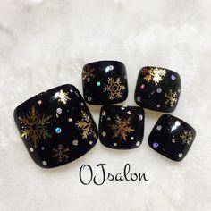 冬ネイルの定番モチーフ『雪の結晶』 冬の夜空フットネイル♪ <OJ nail&eyelash> 03-6277-4441 インスタ@ojsalon #雪の結晶 #black #pedicure #フットネイル #冬ネイル #クリスマス #辛口ネイル