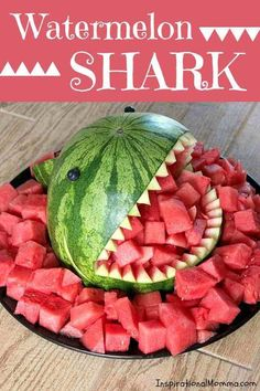This Watermelon Shark will be the talk at your next party Sweet and delicious it is the perfect summertime snack and so easy to create Inspirational Momma Snacks Für Party, Luau Party, Pool Party Foods, Luau Snacks, Party Sweets, Party Games, Boy Birthday Parties, Baby Birthday, Birthday Ideas