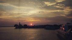 Amanecer en la Terminal de Buquebus #Argentina #bsas #riodelaplata #fluviomaritima #turismo #buquebus #puerto #ferry #BA #turisteando