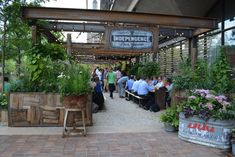 Located in the heart of historic Philadelphia, Independence Beer Garden (IBG) is Philadelphia's hottest new open air restaurant. Pub Design, Urban Design, Modern Cafe, Rustic Pergola, Pub Decor, Backyard Bar, Rooftop Garden, Tap Room, Root Beer