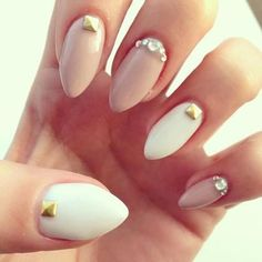 Cream and white gel stiletto nails with studs and swarvoski crystals Hot Nails, Nude Nails, Stiletto Nails, Beige Nails, Acrylic Nails, Nail Art Paillette, White Nails With Gold, Pink White, Nagellack Trends