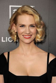 Celebrity Bobs That Will Actually Make You Want to Chop Your Hair 50 Best Bob Styles of 2018 - Bob Haircuts & Hairstyles for Best Bob Styles of 2018 - Bob Haircuts & Hairstyles for Women Asymmetrical Bob Haircuts, Inverted Bob Hairstyles, Long Bob Haircuts, Curly Bob Hairstyles, Short Curly Hair, Short Hair Cuts, Curly Hair Styles, Ladies Hairstyles, Braided Hairstyles