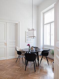 Vitra   Eames Plastic Armchair DAW (H 43 Cm), Ahorn Gelblich / Weiß,  Filzgleiter Weiß (Hartboden)