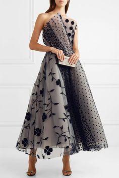 Oscar de la Renta - Strapless pleated flocked tulle gown in 2020 Non White Wedding Dresses, Luxury Wedding Dress, Casual Wedding, Gown Wedding, Lace Wedding, Tulle Gown, Lace Dress, Dress Up, Dress Sleeves