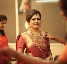 Discover recipes, home ideas, style inspiration and other ideas to try. Bridal Hairstyle Indian Wedding, Indian Wedding Bride, Indian Bridal Outfits, Indian Bridal Hairstyles, Indian Bridal Wear, Bride Hairstyles, Indian Bridal Fashion, Wedding Wear, Kerala Hindu Bride