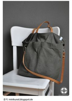 gray-green canvas tote bag with leather strapsHandtaschen Marken – die wichtigsten Taschen marken designertaschen-s… – 2019 - FASHIONBossa amb nanses i opció penjar love the grey with the brown leather . again inspiration and do-able! My Bags, Tote Bags, Purses And Bags, Canvas Leather, Leather Bag, Brown Leather, Diy Sac, Linen Bag, Fabric Bags