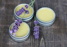 Learn how to make your own homemade vanilla lavender lip balm. It& easy to make and smells amazing with dried vanilla beans and lavender flowers. Homemade Lip Balm, Diy Lip Balm, Homemade Moisturizer, Face Scrub Homemade, Homemade Vanilla, Homemade Skin Care, Homemade Beauty Products, Organic Lip Balm, Natural Lip Balm
