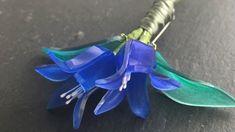 """NanaAkua:ナナアクヤ on Instagram: """"9月、10月のプラバンワークショップのためのサンプル作品。  昨日はスカビオサでしたが、今日は #リンドウ #gentian のブローチです。 野の花をテーマにプラバンアクセサリーを作ります。 日程はこれから決めます。…"""" Shrink Plastic, Christmas Ornaments, Holiday Decor, Instagram, Christmas Jewelry, Christmas Decorations, Christmas Wedding Decorations, Shrink Wrap"""