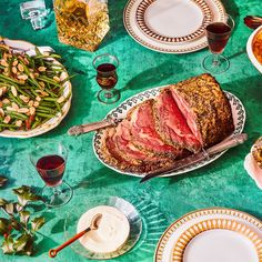 How to Pull Off Our Retro-Classic Christmas Dinner Menu - Holidays - Christmas Dinner Themes, Holiday Dinner, Retro Christmas, Christmas 2017, Holiday Fun, Christmas Holidays, Xmas, Christmas Tree, Whipped Potatoes