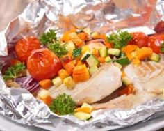 Recipe of Papillote of cod with sunny vegetables for slimming thighs - Cod papillote with sunny vegetables for slimming thighs: www. Meat Recipes, Healthy Recipes, Macro Meals, Baked Fish, Salad Dressing Recipes, Fish Dishes, Food And Drink, Healthy Eating, Nutrition