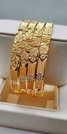Gold Bangles Design, Gold Earrings Designs, Gold Jewellery Design, Necklace Designs, Gold Jewelry, Gold Designs, Designer Jewellery, Chain Jewelry, Wedding Jewelry