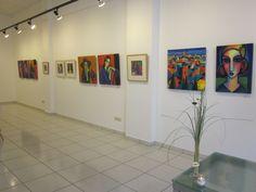 """Una de las paredes de """"El color del alma"""" pinturas de Guillermo Martí Ceballos"""