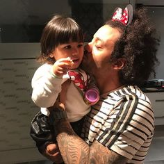 Marcelo Vieira Jr. @marcelotwelve: Minha delicinha!!! Instagram And Snapchat, Real Madrid, Celebrities, Sports, Scallops, Love Of My Life, Hs Sports, Celebs, Sport