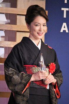 2018年2月28日(水)に「第25回読売演劇大賞贈賞式」が東京都内にて行われた。読売演劇大賞は、1994年に創刊120周年を迎えた読売新聞の記念事業として、古典から現代劇まで演劇の全分野を網羅し、舞台芸術の発展を願って設立された。第25回は、9人の選考委員の選出した候補者、作品に対し、演...