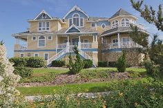 Corolla Villa Rental: Outer Banks Oceanfront 7 Beachhouse - Tern Of The Century Dream House Plans, My Dream Home, Beach Vacation Rentals, Great Vacations, Home And Away, Banks, Castles, Beach House, Villa