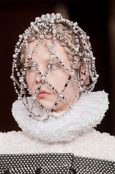 ☆ Edie Campbell at Alexander McQueen | Fall/Winter 2013 ☆ #Alexander_McQueen #Edie_Campbell #2013 #Fashion_Show