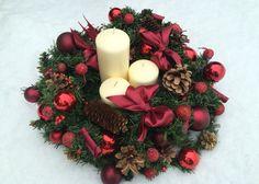 Новогодняя композиция. Венок со свечами на стол. Рождественский декор