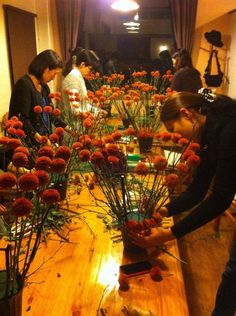 We give floral lessons, workshop and demonstrations, quite often overthere in Japan. This was in Takasaki city Gunma-pre. Japan.