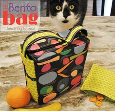Bento Bag ~ Lunch bag sewing tutorial from RebeccaMaeDesigns Bag Pattern Free, Bag Patterns To Sew, Sewing Patterns, Dress Sewing Tutorials, Sewing Projects, Sewing Ideas, Bento Bag, Sac Lunch, Diy Lunch Bags