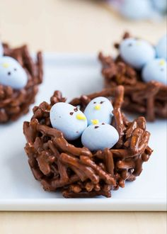 Chocolate Easter Egg Nest Treats - made with chocolate, butterscotch and mini Cadbury eggs. An adorable treat for Easter and Spring! These are no-bake and this recipe only take minutes to make! Easter Snacks, Easter Candy, Easter Treats, Easter Recipes, Easter Eggs, Easter Desserts, Easter Food, Baking Desserts, Egg Recipes
