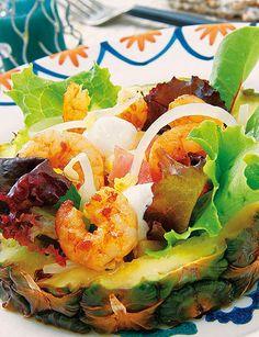 Incluye en tu menú diario las mejores recetas para adelgazar: Ensalada tropical de camarones servida en piña. http://www.recetasparaadelgazar.com/2014/08/ensalada-tropical-de-camarones-servida-en-pina/