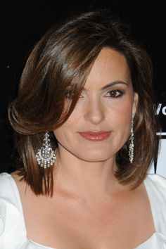 Mariska Hargitays shoulder length hairstyle