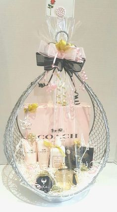 Coach Fragrance and Spa Gift Basket – Gifts Wedding Gift Hampers, Wedding Gift Boxes, Indian Wedding Gifts, Creative Wedding Gifts, Themed Gift Baskets, Diy Gift Baskets, Raffle Baskets, Bridal Gift Wrapping Ideas, Valentines Day Gifts For Friends