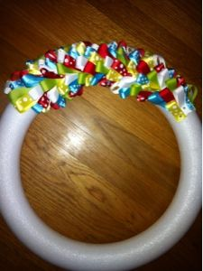 A tutorial on how to make a ribbon wreath. Ribbon Wreath Tutorial, Fabric Wreath, Diy Ribbon, Ribbon Crafts, Easter Wreaths, Holiday Wreaths, Mesh Wreaths, Birthday Wreaths, Floral Wreaths
