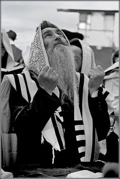 """Aplace you must remember eternally for Jews and gentiles """"If I forget thee, O Jerusalem, let my right hand forget her cunning. If I do not remember thee, let my tongue cleave to the roof of my mouth; if I prefer not Jerusalem above my chief joy"""" (Psalm Jewish History, Jewish Art, Jewish Crafts, Arte Judaica, Israel Palestine, Rabbi, Holy Land, Torah, Psalms"""