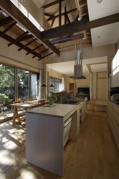 大庭建築設計事務所 の モダンな ダイニング キッチン、ダイニング House Inspiration, Kitchen Decor, Spacious Kitchens, Kitchen, Kitchen Design, Narrow House, Interior Design Diy, Kitchen Views, Cool Kitchens