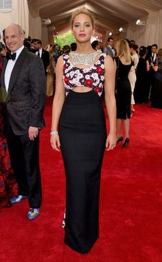 2015 Met Gala: Jennifer Lawrence is wearing a beautiful Dior Chinese inspired gown! The dress consists of a floral top piece with a cutout detail and a black high waist skirt. Best Dressed!!! I'm always excited to see Jennifer on the red carpet because I can't wait to see what she will be wearing! Of course Dior! Exquisite necklace!