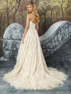 The elegant back of the showstopping Justin Alexander 8921. #wedding #bride #bridetobe #brideandgroom #weddinginspiration #bridal