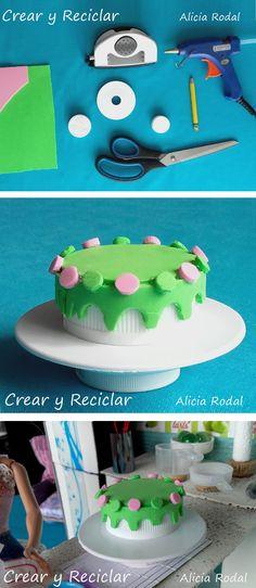 Materiales reciclados para hacer un pedestal y una tarta o pastel para la casa de muñecas DIY #crearyreciclar  http://crearyreciclar.com/?p=2480