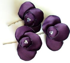 Items similar to The Stephanie - Satin pansy blossom hair flower pins with Swarovski crystal centers - set of 3 - in dark eggplant purple on Etsy Making Fabric Flowers, Flower Making, Felt Roses, Felt Flowers, Diy Rose, Fabric Flower Brooch, Vintage Headbands, Ribbon Art, Satin Flowers