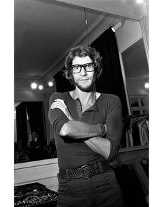 Livro de História: Yves Saint Laurent