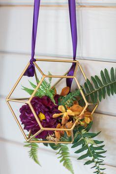 Wedding Ideas I'm obessed with lately. Diy Wedding Flowers, Floral Wedding, Wedding Decor, Geometric Wedding, Hanging Frames, Wedding Trends, Wedding Ideas, Wedding Arrangements, Budget Wedding