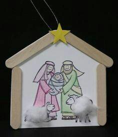 Crea unos sencillos adornos con forma de nacimientos o belenes usando palitos de madera. Esta es una manualidad perfecta para hacer con niño...