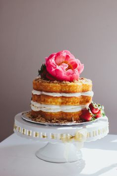 Pretty naked cake: http://www.stylemepretty.com/little-black-book-blog/2015/02/10/intimate-summer-wedding-at-sunnyside-plantation/ | Photography: Our Labor of Love - http://ourblogoflove.com/