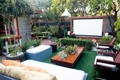 20 Cool backyard movie theaters for outdoor entertaining 20 Cool backyard movie theaters for outdoor entertaining – Heimkino Systemdienste Outdoor Movie Screen, Outdoor Cinema, Outdoor Theater, Theater Seating, Backyard Movie Screen, Backyard Movie Theaters, Backyard Movie Nights, Small Backyard Landscaping, Backyard Patio