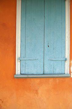 orange aqua shutters - nothing better! Orange And Turquoise, Orange Is The New Black, Aqua Blue, Orange Orange, Orange And Blue Combination, Colour Schemes, Color Combos, Color Palettes, Windows