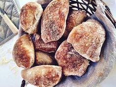 Crispy and airy buns // easy recipe for Italian buns … – World Food Real Food Recipes, Baking Recipes, Great Recipes, Yummy Food, Favorite Recipes, Bread Bun, Bread Baking, Food Inspiration, Tapas