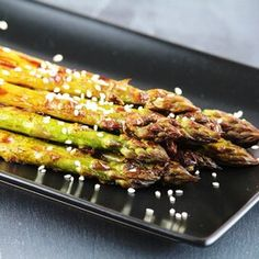 Tasty Barbecued Asparagus Pan Fried Asparagus, Marinated Asparagus, Asparagus Side Dish, Ways To Cook Asparagus, Grilled Asparagus Recipes, Summer Side Dishes, Vegetable Dishes, Side Dish Recipes, Food Dishes